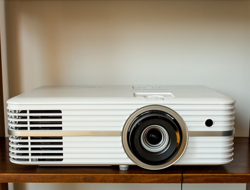 How to Setup a Home Theater System With a Projector